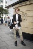 Gente en la calle durante la moda WeekPeople de Londres en la calle durante la semana de la moda de Londres fotos de archivo