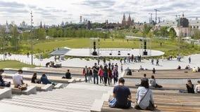 Gente en la carga y la escena, Moscú del parque Fotografía de archivo libre de regalías