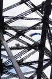 Gente en la cima del puente del puerto en Sydney, Australia imagenes de archivo