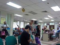 Gente en la clínica Fotografía de archivo