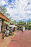 Gente en la entrada del parque de Iguazu Fotos de archivo libres de regalías