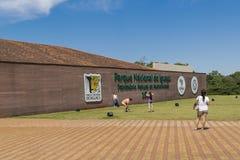 Gente en la entrada del parque de Iguazu imagen de archivo libre de regalías