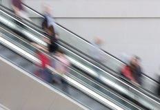 Gente en la escalera móvil Imagen de archivo libre de regalías