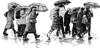 Gente en la lluvia Imágenes de archivo libres de regalías