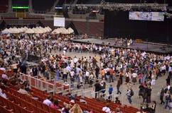 Gente en la multitud del flash de la danza popular Imagen de archivo libre de regalías