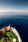 Gente en la nave en el mar Imágenes de archivo libres de regalías