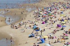Gente en la playa Foto de archivo libre de regalías