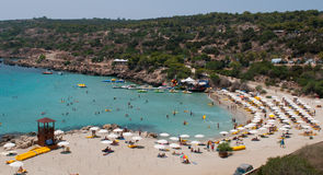 Gente en la playa, Chipre Imágenes de archivo libres de regalías