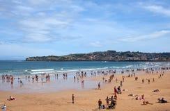 Gente en la playa de Gijón Foto de archivo libre de regalías