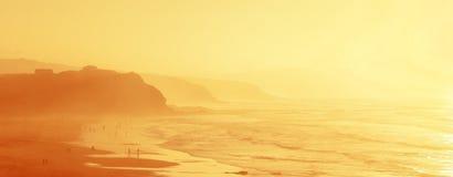 Gente en la playa de Sopelana con neblina Fotografía de archivo libre de regalías