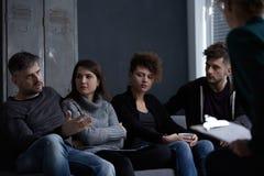 Gente en la reunión del aa Imagen de archivo