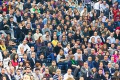 Gente en la tribuna Fotografía de archivo