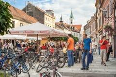 Gente en las calles de Varazdin Imagen de archivo
