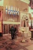 Gente en las inscripciones conmemorativas en St Nicholas Cathedral Fotos de archivo