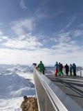Gente en las montañas nevosas Fotografía de archivo libre de regalías