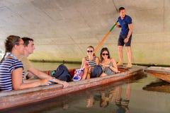 Gente en los canales de Cambridge, Inglaterra, Reino Unido Fotografía de archivo libre de regalías