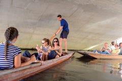 Gente en los canales de Cambridge, Inglaterra, Reino Unido Foto de archivo