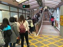 "Gente en Mediados de-niveles escalera móvil, Hong Kong de Central†"" Imagen de archivo"