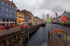 Gente en Nyhavn, Copenhague, Dinamarca Fotos de archivo