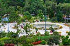 Gente en parque de la flor en Dalat, Vietnam Imagen de archivo