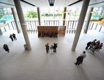 Gente en pasillo en congreso de CEPIC Foto de archivo