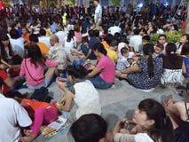 Gente en Saigon el día de la victoria Fotos de archivo libres de regalías