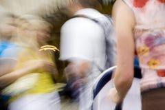 Gente en series del movimiento imagen de archivo