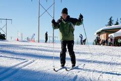 Gente en Ski Field Imágenes de archivo libres de regalías
