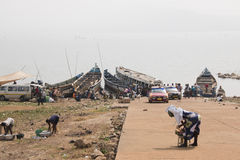 Gente en Toko cerca del lago Volta en la región de Volta en Ghana Fotos de archivo libres de regalías