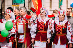 Gente en traje popular bielorruso nacional Fotografía de archivo libre de regalías