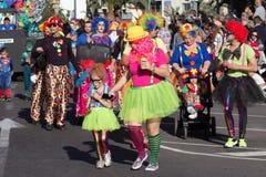 Gente en trajes que celebra carnaval Fotografía de archivo libre de regalías