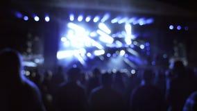 Gente en un concierto almacen de metraje de vídeo
