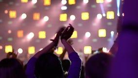 Gente en un concierto de rock metrajes