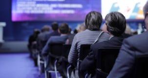 Gente en una conferencia o una presentación, taller, fotografía principal de la clase El altavoz dice el discurso en la conferenc
