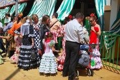 Gente española en la Sevilla justa Foto de archivo