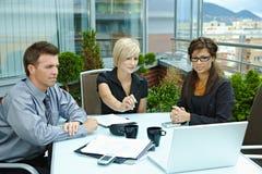 gente esterna di riunione d'affari Immagine Stock