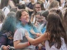 Gente felice durante il festival dei colori Holi Immagine Stock Libera da Diritti