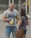 Gente felice durante il festival dei colori Holi Fotografia Stock