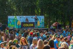 Gente feliz en el festival de Holi de colores Fotografía de archivo libre de regalías