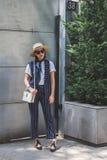 Gente fuera del edificio del desfile de moda de Armani para la molestia de Milan Men Foto de archivo