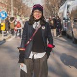 Gente fuera del edificio del desfile de moda de Armani para la semana 2015 de la moda de Milan Men Fotos de archivo