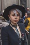 Gente fuera del edificio del desfile de moda de Cavalli para la semana 2015 de la moda de Milan Men Fotos de archivo libres de regalías
