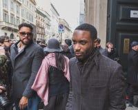 Gente fuera del edificio del desfile de moda de Cavalli para la semana 2015 de la moda de Milan Men Imagen de archivo