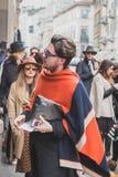 Gente fuera del edificio del desfile de moda de Cavalli para la semana 2015 de la moda de Milan Men Imagen de archivo libre de regalías