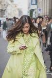 Gente fuera del edificio del desfile de moda de Cavalli para la semana 2015 de la moda de Milan Men Imagenes de archivo
