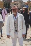 Gente fuera del edificio del desfile de moda de Gucci para Fashi de Milan Men Fotos de archivo libres de regalías