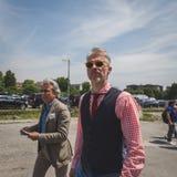 Gente fuera del edificio del desfile de moda de Gucci para Fashi de Milan Men Fotografía de archivo