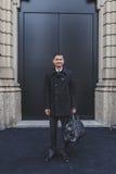 Gente fuera del edificio del desfile de moda de Gucci para la semana 2015 de la moda de Milan Men Fotografía de archivo