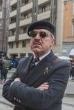 Gente fuera del edificio del desfile de moda de Gucci para Milan Women Fas Imagenes de archivo
