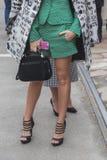 Gente fuera del edificio del desfile de moda de Gucci para Milan Women Fas Fotografía de archivo